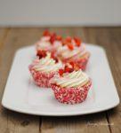 Weiße Schokoladen Erdbeer Cupcakes