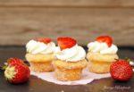 Mini Donut-Muffins mit Erdbeeren