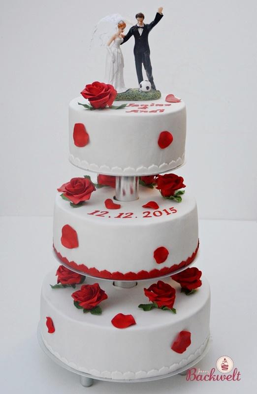 Hochzeitstorte Mit Den Klassischen Roten Rosen Jennys Backwelt