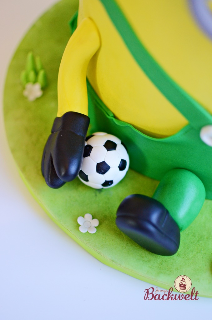 Fussball Minion Torte